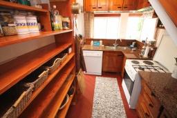 Кухня. Черногория, Риека Режевичи : Прекрасный дом с бассейном и видом на море, 4 спальни, 2 ванные комнаты, парковка, Wi-Fi