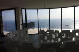 Вид на море. Черногория, Кримовица : Просторная современная вилла с шикарным видом на море, 5 спален, 2 ванные комнаты, парковка, Wi-Fi