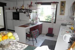 Кухня. Черногория, Бар : Прекрасная вилла с бассейном и зеленым двориком с барбекю, 4 спальни, 2 ванные комнаты, парковка, Wi-Fi