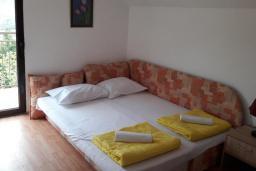 Спальня 2. Черногория, Герцег-Нови : Прекрасная вилла с бассейном и двориком с барбекю, 4 спальни, 2 ванные комнаты, парковка, Wi-Fi