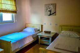 Спальня 2. Черногория, Моринь : Прекрасная вилла в комплексе с бассейном и зеленой территорией, 2 спальни, парковка, Wi-Fi
