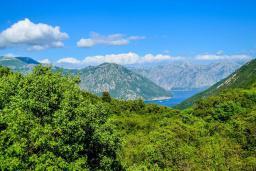 Вид. Черногория, Моринь : Прекрасная вилла в комплексе с бассейном и зеленой территорией, 2 спальни, парковка, Wi-Fi