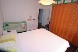 Спальня. Черногория, Доброта : Уютный апартамент в 40 метрах от моря, с гостиной, двумя спальнями и террасой