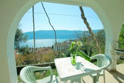 Терраса. Черногория, Герцег-Нови : Современная студия с террасой и видом на море