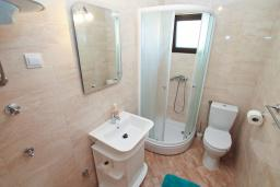 Bath room. Montenegro, Herceg-Novi : Studio with 0 BEDRS1_0 in Herceg-Novi