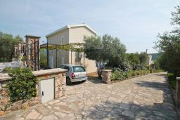 Front of the house. Montenegro, Bigova : Villa with 3 bedrooms in Bigova for 6 guests