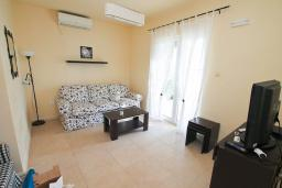 Living room. Montenegro, Bigova : Villa with 3 bedrooms in Bigova for 8 guests