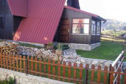 Front of the house. Montenegro, Zabljak : House with 3 bedrooms in Zabljak for 8 guests