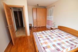 Спальня 2. Черногория, Герцег-Нови : Апартамент с 3-мя отдельными спальнями, 2 ванными комнатами, большой гостиной и террасой с видом на море, в 100 метрах от моря