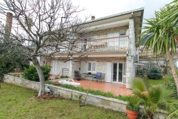 Front of the house. Montenegro, Djenovici : House with 4 bedrooms in Djenovici for 8 guests
