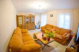 Living room. Montenegro, Djenovici : House with 4 bedrooms in Djenovici for 8 guests
