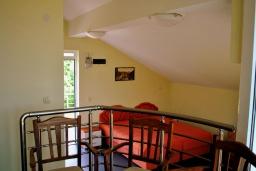Спальня 2. Черногория, Герцег-Нови : Прекрасная вилла с бассейном, детской площадкой и барбекю, 4 гостиные, 6 спален, 6 ванных комнат, парковка, Wi-Fi