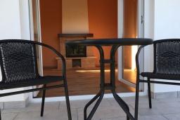 Балкон. Черногория, Радовичи : Прекрасная вилла с зеленым двориком недалеко от пляжа, 4 спальни, 3 ванные комнаты, барбекю, парковка, Wi-Fi