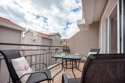 Балкон. Черногория, Петровац : Апартамент с гостиной, отдельной спальней и балконом