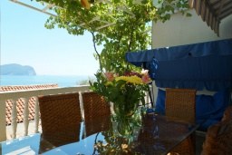 Terrace. Montenegro, Petrovac : Apartment with 2 bedrooms in Petrovac