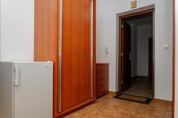 Коридор. Черногория, Булярица : Апартамент с гостиной, двумя спальнями и большим балконом
