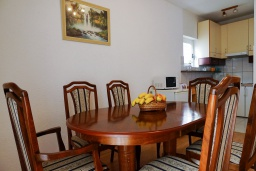 Dining area. Montenegro, Budva : House with 4 bedrooms in Budva for 10 guests