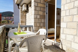 Balcony. Montenegro, Budva : House with 4 bedrooms in Budva for 10 guests