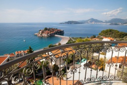 Вид на море. Черногория, Святой Стефан : Студия с балконом и шикарным видом на море