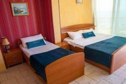 Студия (гостиная+кухня). Черногория, Святой Стефан : Студия с балконом и шикарным видом на море