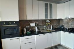 Кухня. Черногория, Утеха : Прекрасная вилла с бассейном в 30 метрах от пляжа, 3 спальни, 2 ванные комнаты, парковка, Wi-Fi