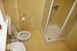Ванная комната. Черногория, Игало : Роскошная студия с шикарным видом на море
