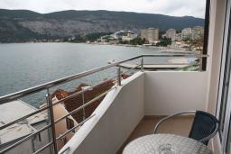 Вид на море. Черногория, Игало : Роскошная студия с шикарным видом на море