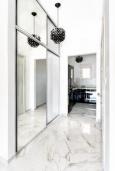 Коридор. Черногория, Бечичи : Роскошный пентхаус с гостиной, двумя спальнями, большим балконом и выходом на террасу с джакузи и патио