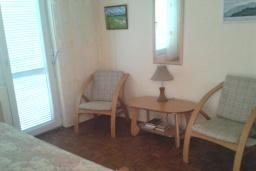 Спальня. Черногория, Зеленика : Прекрасный дом с зеленым двориком, 5 спален, 2 ванные комнаты, 2 кухни, парковка, Wi-Fi