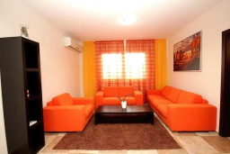 Гостиная. Черногория, Сутоморе : Роскошная вилла с бассейном и зеленым двориком, 4 спальни, 4 ванные комнаты, сауна, парковка, Wi-Fi