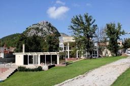 Фасад дома. Черногория, Сутоморе : Роскошная вилла с бассейном и зеленым двориком, 4 спальни, 4 ванные комнаты, сауна, парковка, Wi-Fi