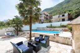 Территория. Черногория, Столив : Прекрасная вилла в 100 метрах от пляжа, с бассейном и двориком с барбекю, 4 спальни, 2 ванные комнаты, патио, парковка, Wi-Fi