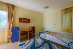 Спальня 2. Черногория, Утеха : Роскошная вилла с бассейном и видом на море, 100 метров до пляжа, 4 спальни, 4 ванные комнаты, барбекю, парковка, Wi-Fi