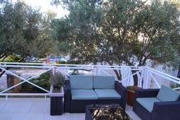 Патио. Черногория, Бигова : Уютная вилла с бассейном, 3 спальни, 2 ванные комнаты, патио, барбекю, зеленый дворик, парковка, Wi-Fi