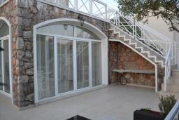 Терраса. Черногория, Бигова : Уютная вилла с бассейном, 3 спальни, 2 ванные комнаты, патио, барбекю, зеленый дворик, парковка, Wi-Fi