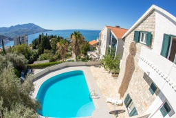 Front of the house. Montenegro, Becici : Villa with 4 bedrooms in Becici for 8 guests
