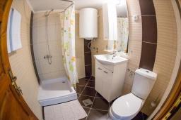 Ванная комната. Черногория, Бечичи : Роскошная вилла с бассейном и видом на море, 4 спальни, 4 ванные комнаты, барбекю, парковка, Wi-Fi