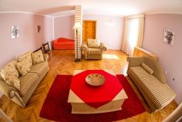 Гостиная. Черногория, Бечичи : Роскошная вилла с бассейном и видом на море, 4 спальни, 4 ванные комнаты, барбекю, парковка, Wi-Fi