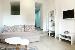 Студия (гостиная+кухня). Черногория, Герцег-Нови : Студия с террасой, 10 метров до моря