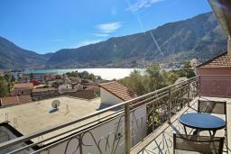 Балкон. Черногория, Доброта : Уютная студия в 130 метрах от пляжа и балконом с видом на море