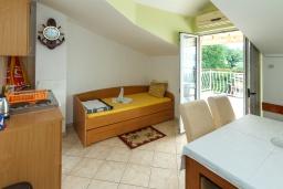 Кухня. Черногория, Зеленика : Апартамент с отдельной спальней и террасой с видом на море