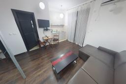 Студия (гостиная+кухня). Черногория, Будва : Современная студия в 80 метрах от пляжа