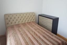 Спальня. Черногория, Будва : Апартамент с гостиной, отдельной спальней и балконом