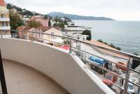 Балкон. Черногория, Игало : Роскошный апартамент с большим балконом и шикарным видом на море