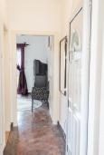 Коридор. Черногория, Святой Стефан : Апартамент с гостиной, отдельной спальней и балконом с видом на море