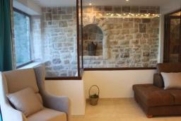 Гостиная. Черногория, Бечичи : Роскошная вилла с бассейном и двориком с барбекю, 3 спальни, 2 ванные комнаты, парковка, Wi-Fi