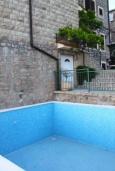 Бассейн. Черногория, Бечичи : Роскошная вилла с бассейном и двориком с барбекю, 3 спальни, 2 ванные комнаты, парковка, Wi-Fi