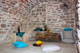 Территория. Черногория, Бечичи : Роскошная вилла с бассейном и двориком с барбекю, 3 спальни, 2 ванные комнаты, парковка, Wi-Fi
