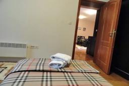 Спальня. Черногория, Будва : Уютный дом с гостиной, двумя спальнями и террасой