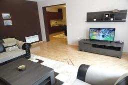 Гостиная. Черногория, Будва : Уютный дом с гостиной, двумя спальнями и террасой